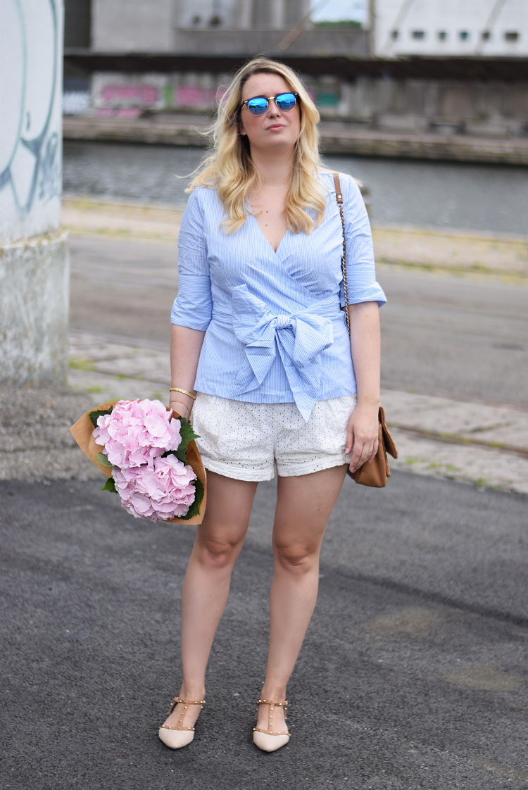 outfit-ellos-wrap-shirt-sofi-frida-fahrman-collection-missjeanett-hm-conscious-shorts-blogger-odensebloggers-ray-ban-clubmaster-mirror-blue-dune-london-flats-valentino-look-a-like-shoes