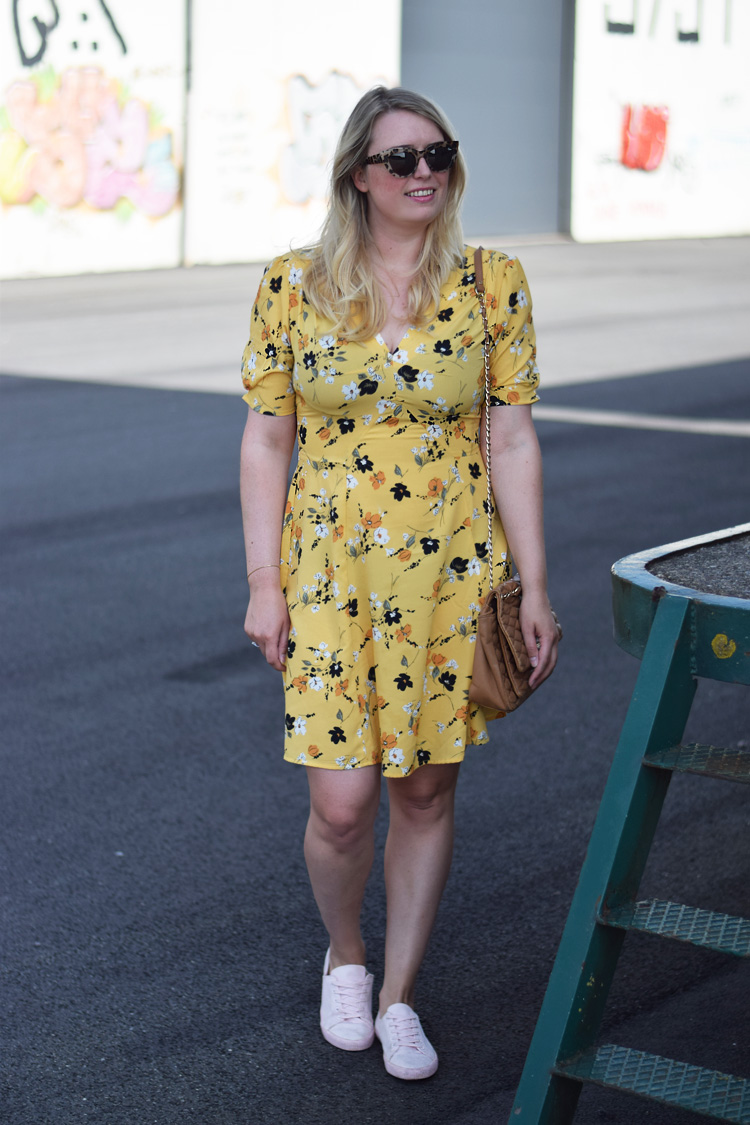 outfit-yellow-asos-tall-dress-gul-kjole-missjeanett-blogger-fra-odense-odensebloggers-quay-sunglasses