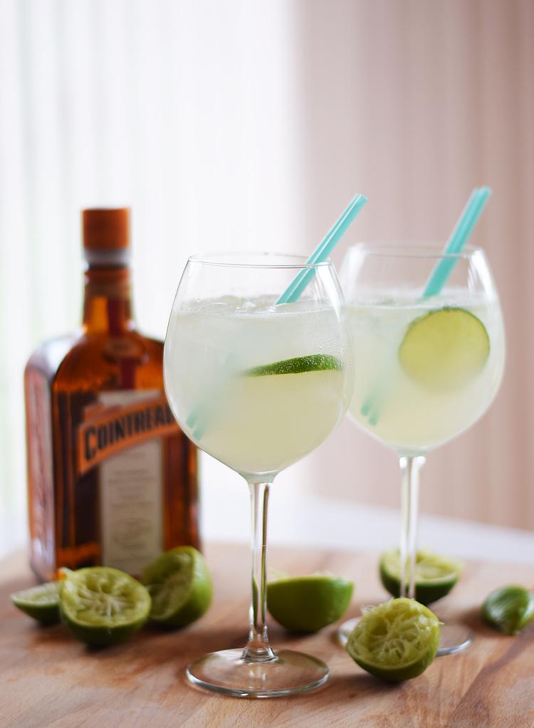 cointreau-fizz-opskrift-saadan-laver-du-med-lime-syrlig-drink-cocktail-missjeanett-blogger-sommerdrink