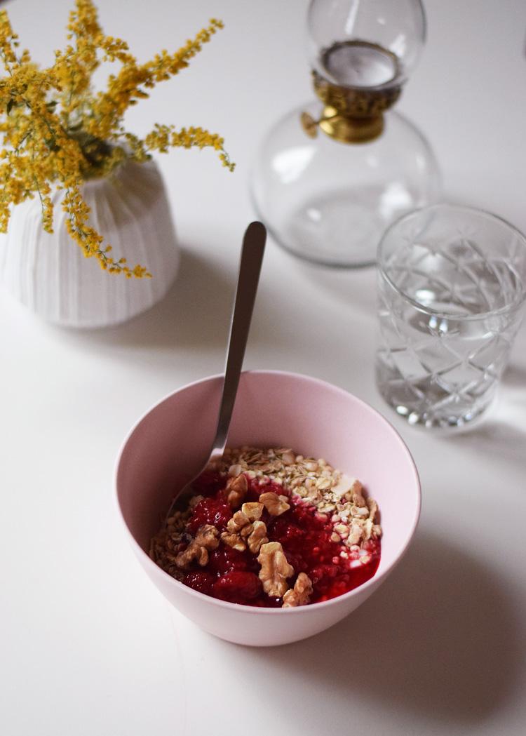 ideer-til-morgenmad-nem-musli-med-baer-frugt-sundt-missjeanett