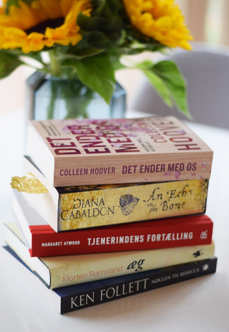 sommerlaesning-bogstak-boeger-bog-sommerferie-sommer-2017-missjeanett-blogger-inspiration