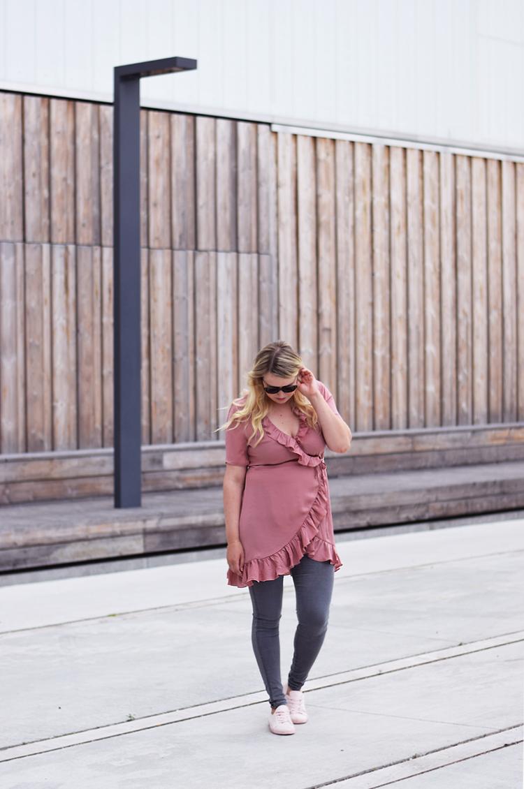 outfit-gina-tricot-slaa-om-rosa-kjole-missjeanett-oerestad-asos-jeans-de-bedste-jeans-blogger-odensebloggers