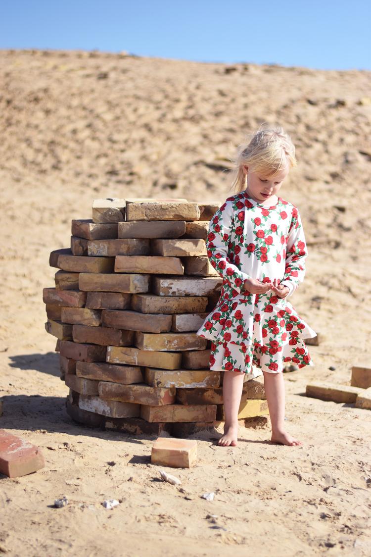 rubjerg-knude-fyr-missjeanett-mini-rodini-rose-kjole-dress-loekken-lighthouse