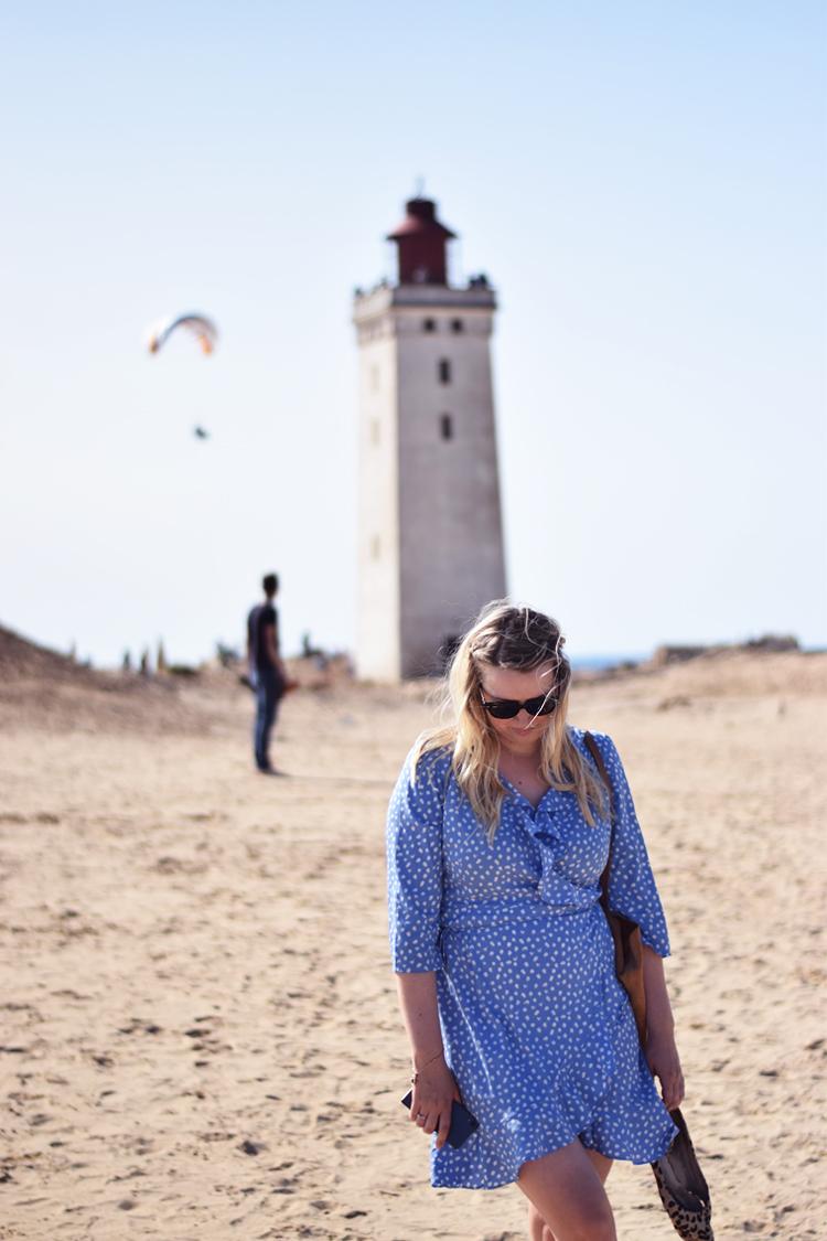 rubjerg-knude-fyrtaarn-vero-moda-henna-dress-blaa-med-prikker-missjeanett-blogger-fra-odense-sommerferie