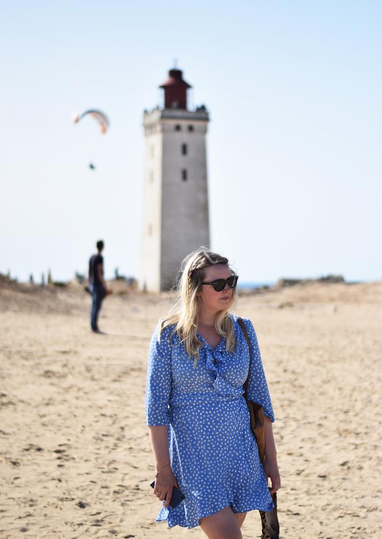 outfit-rubjerg-knude-fyr-missjeanett-odensebloggers-blogger-fra-odense-vero-moda-henna-dress-wrap-slaa-om-kjole-blaa-blue