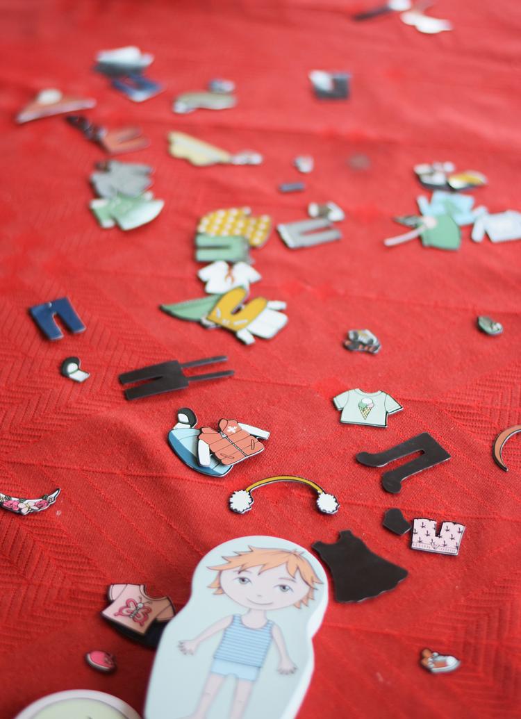 julen-paaklaedningsdukke-med-magnet-missjeanett