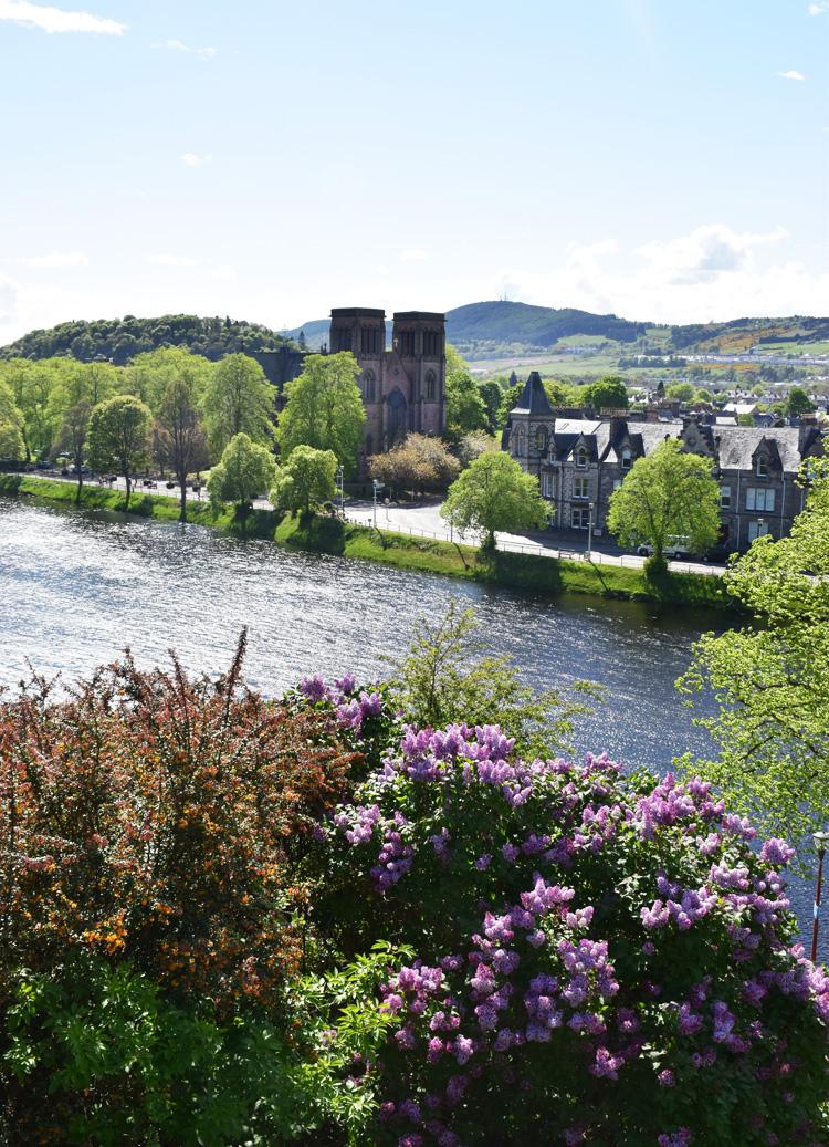 inverness-river-ness-cathedral-katedral-missjeanett-skotland-scotland-guide-rute-road-trip-spring-foraar