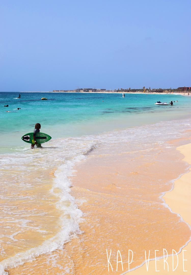 kap-verde-sal-santa-maria-beach-strand-surfing-surfe-kite-missjeanett-familieferie-rejser-ferie-paa-cap-verde-afrika-africa-hotel-tekst