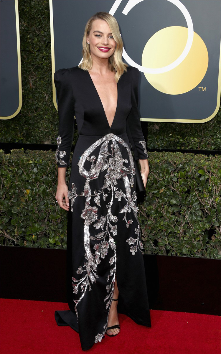 margot-robbie-2018-golden-globes-carpet-silver-glitter-i-tonya