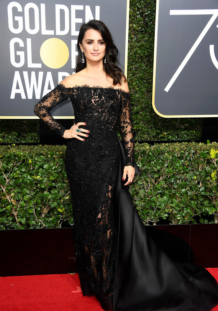 penelope-cruz-golden-globes-2018-black-lace