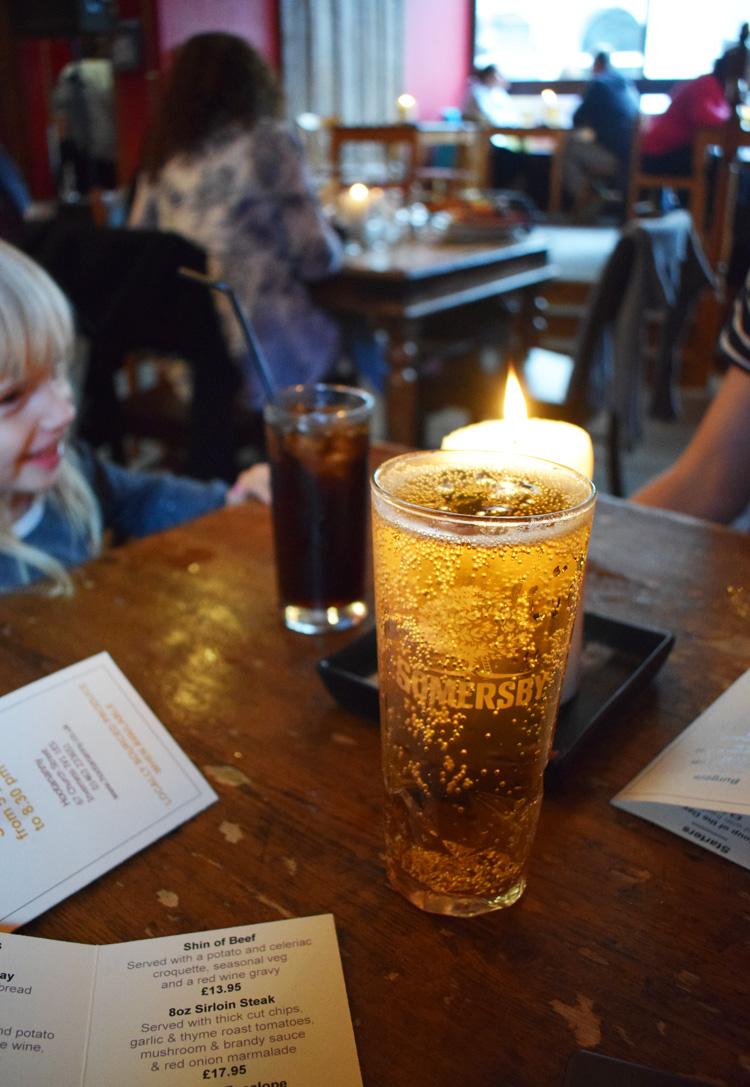 pub-inverness-hootananny-scotland-skotland-med-barn-missjeanett