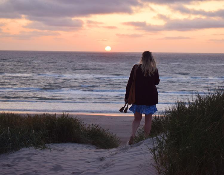 saltum-strand-missjeanett-blogger-sommerhus-i-sommerferie-i-solnedgang-august