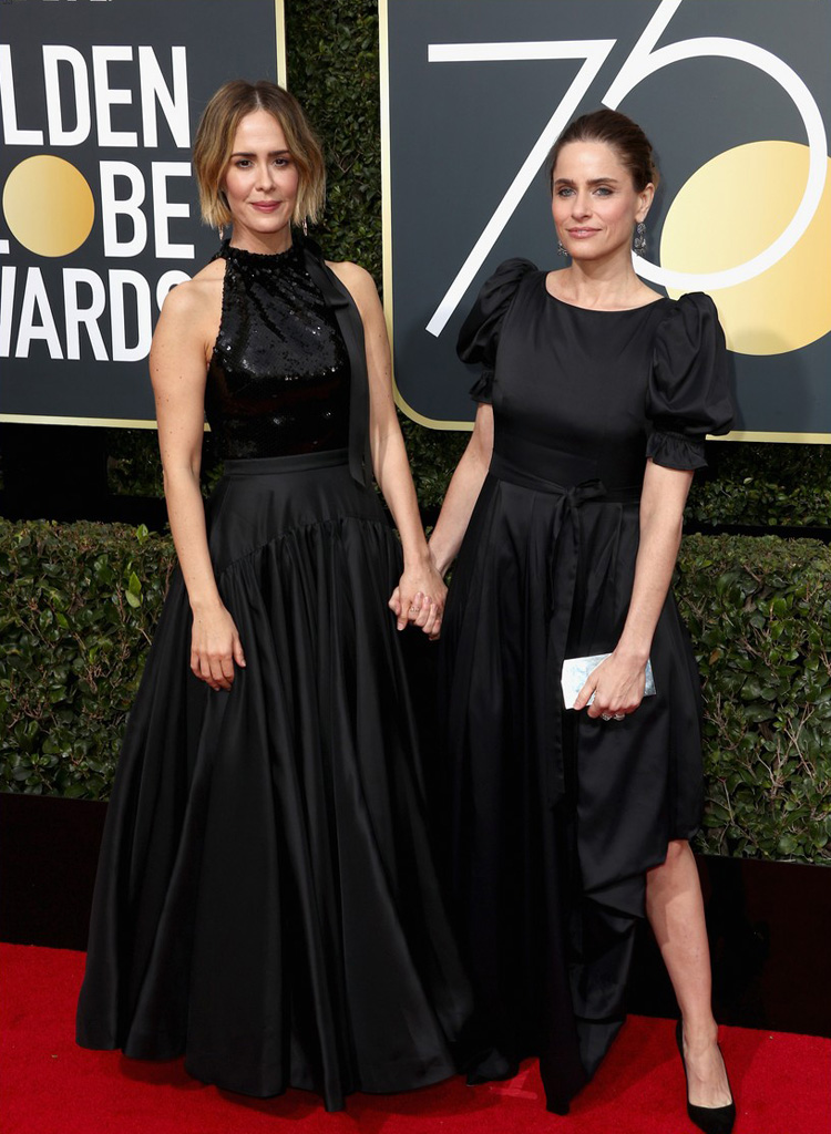 sarah-paulson-and-amanda-peet-golden-globes-2018-red-carpet