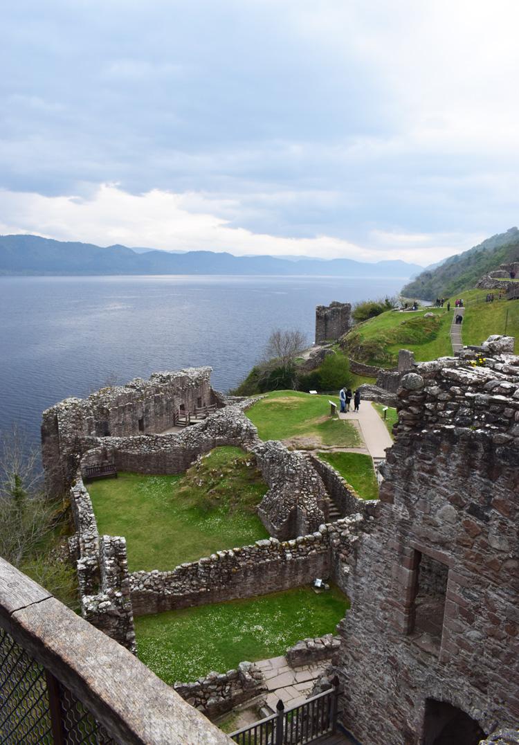 urquhart-castle-slot-loch-ness-scotland-road-trip-i-skotland-monster-missjeanett-travel-blogger-rejser-til-fly