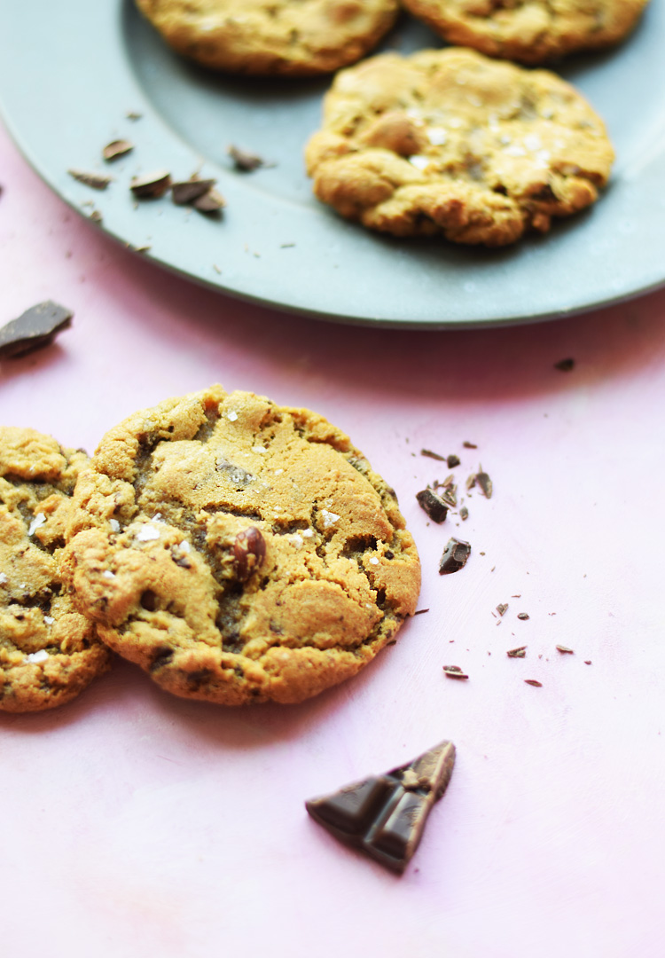 Amerikanske cookies med chokolade og hasselnødder