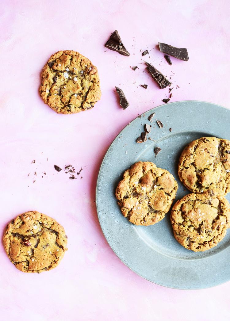 Amerikanske cookies med chokolade og nødder