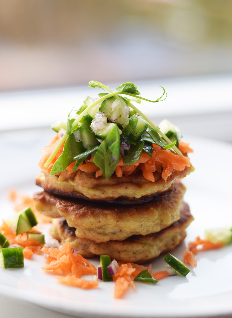 Aarstiderne vegetarkassen - Kartoffelkager med spinatsalat