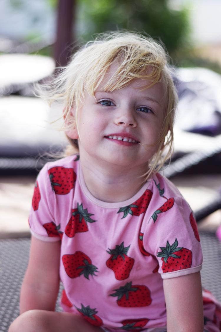 Småfolk jordbær kjole
