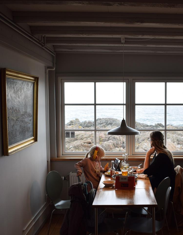 Nordbornholms røgeri fiskebuffet udsigt - Bornholm guide