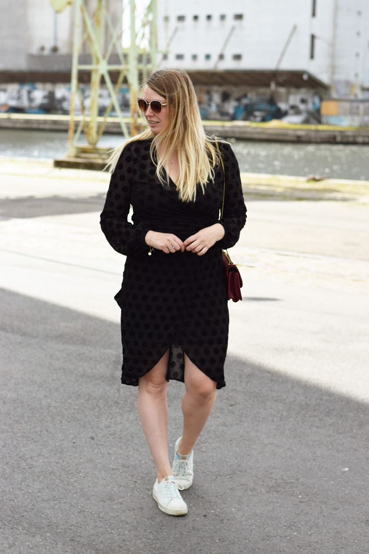 Ellos Hosanna dress - sort slå-om kjole