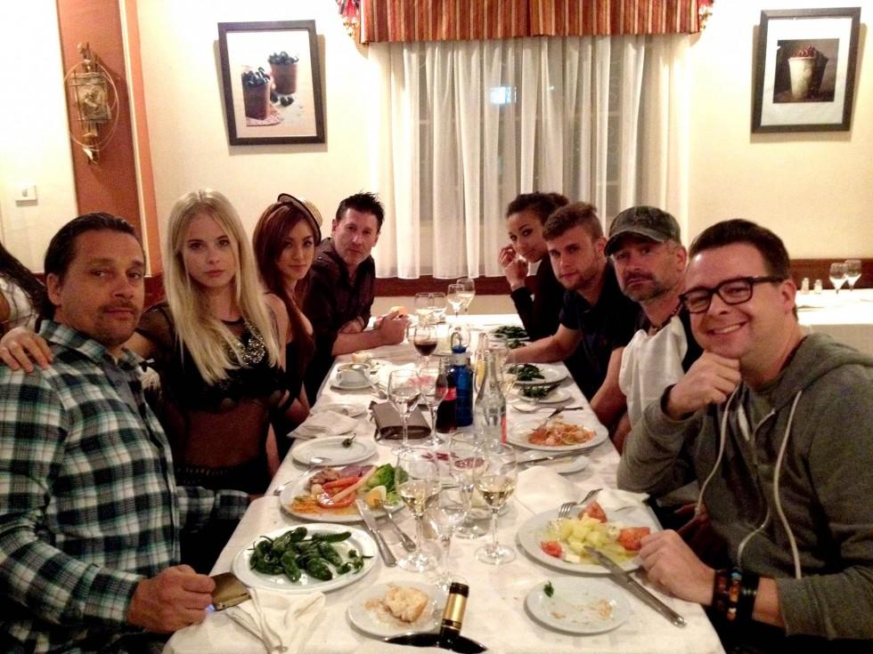 Cast & crew under en middag den sidste aften på Gran Canaria i 2012.