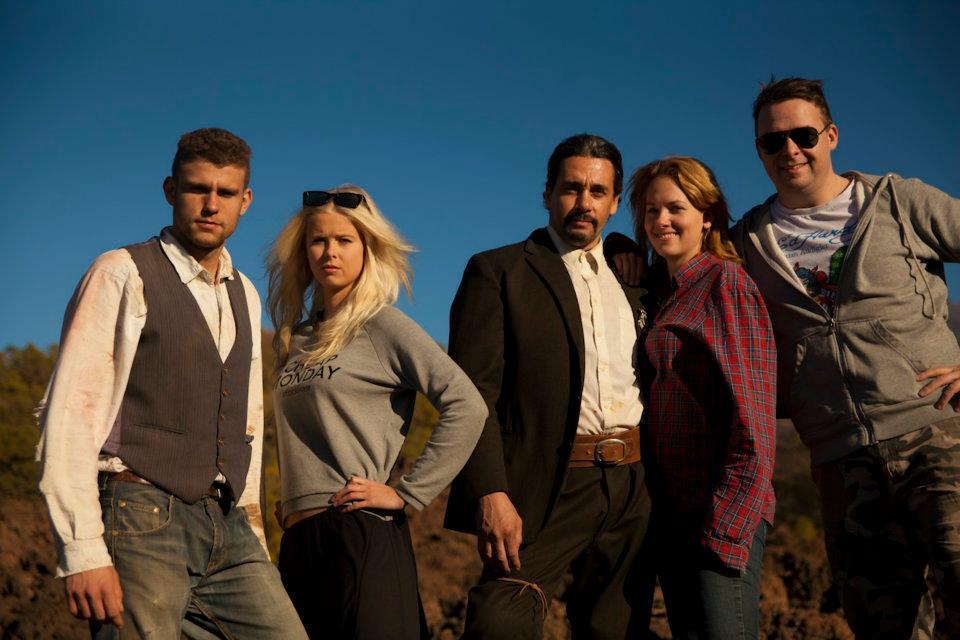 Cast & crew på Tenerife efter optagelserne på en western sketch.