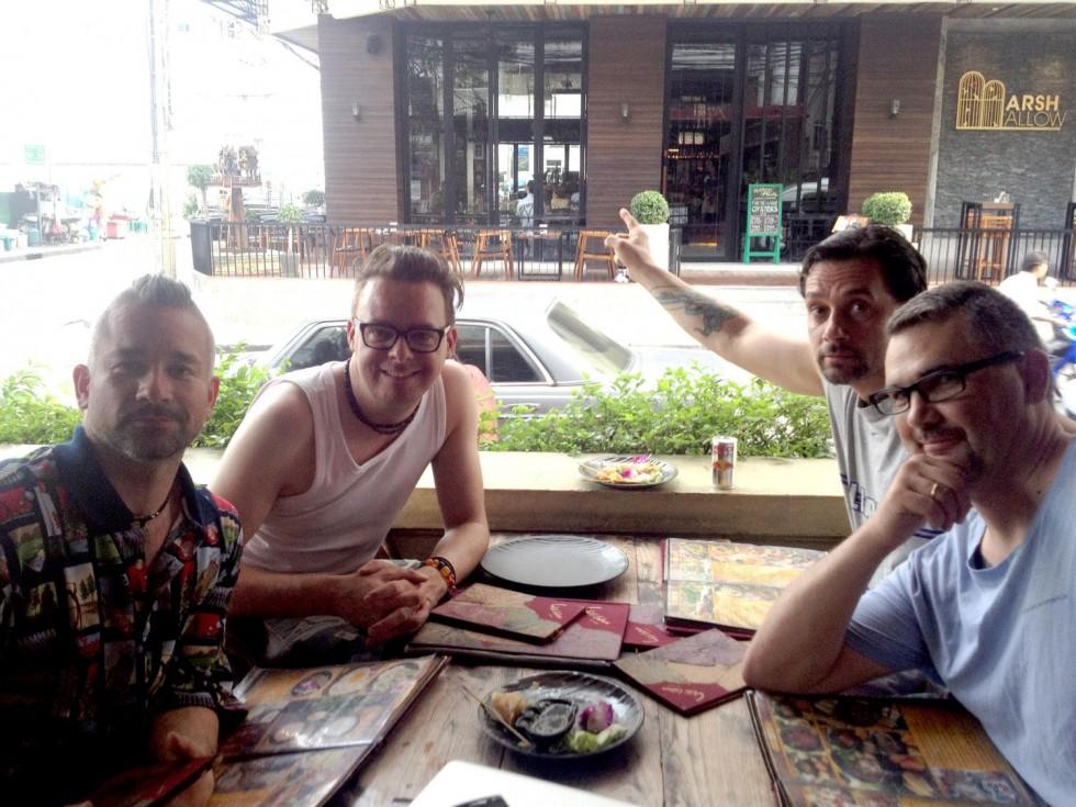 Efter endte optagelser til en chili sketch i Bangkok
