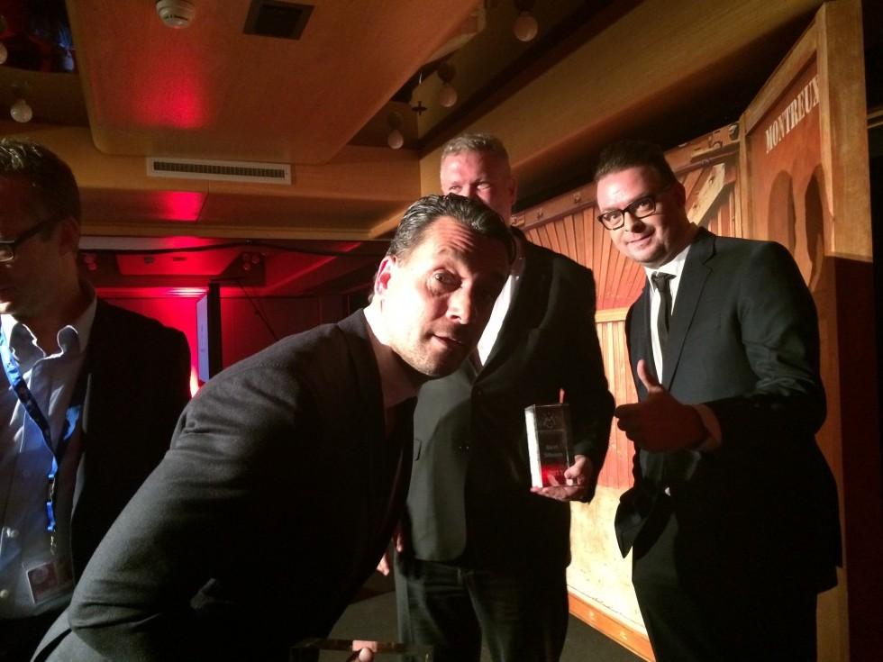Deni og jeg får overrakt prisen for Best Non-Verbal Comedy til Montreux Comedy Festival.