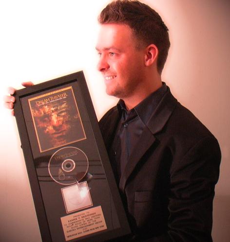 Et billede fra 2004 hvor jeg lige har fået guldpladen.