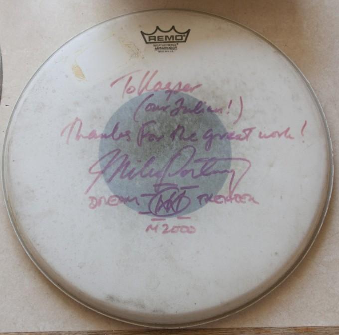 Lilletrommeskind fra Dream Theaters koncert i Danmark 2000 med en personlig hilsen fra Mike Portnoy.