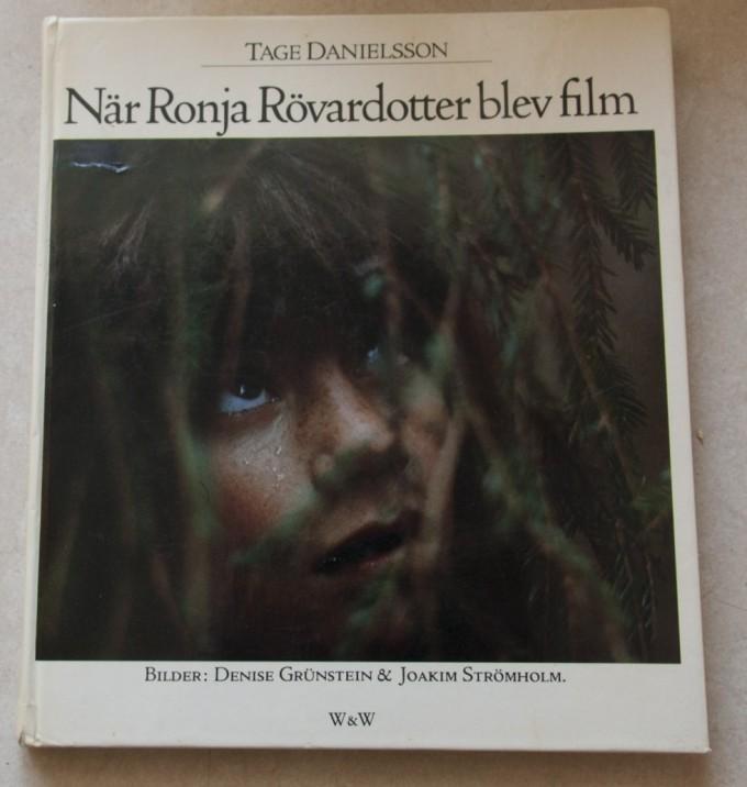 Denne bog har haft stor betydning i mit liv. På en kanotur i Sverige besøgte vi et museum med rekvisitter fra filmen Ronja Røverdatter. Denne bog blev købt og hermed var fascinationen for filmproduktion vakt.