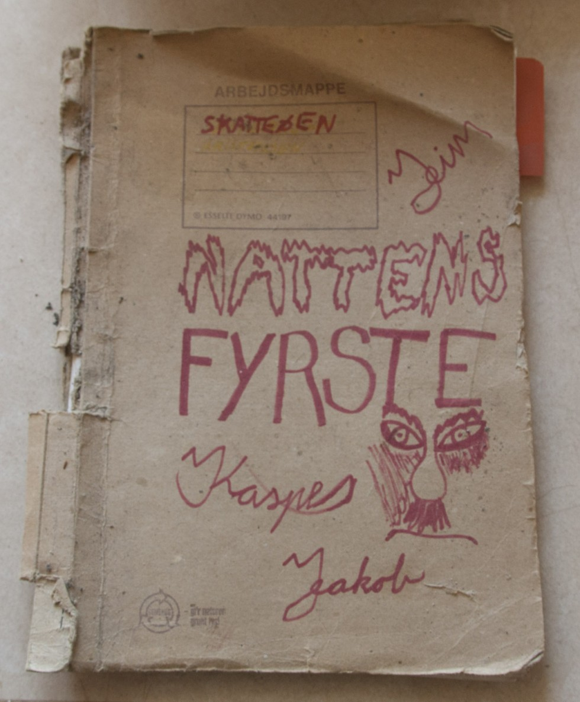 Manuskript fra en skoleopsætning af Skatteøen og Nattens Fyrste  1992.