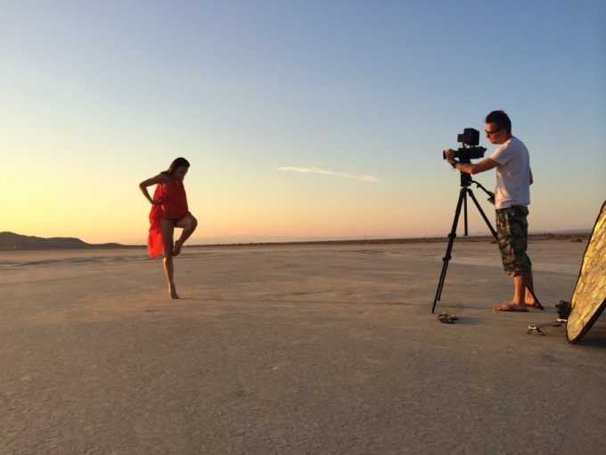 Optagelser med Malene Østergaard i ørkenen.