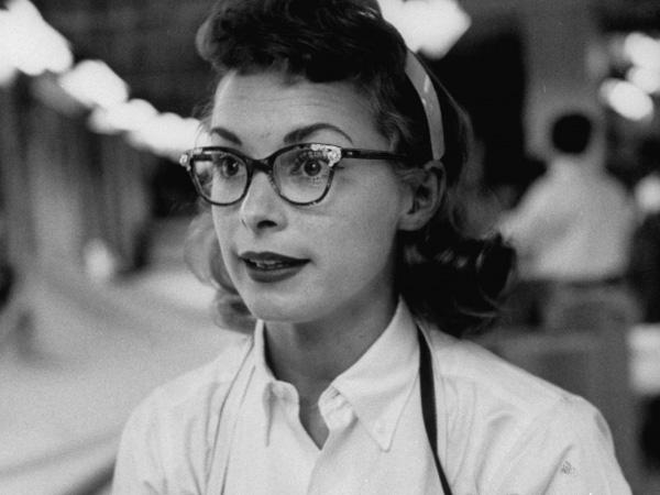 Indelible-Memory-of-Vintage-Glasses-in-60s-Janet-Leigh-Do-the-Talking