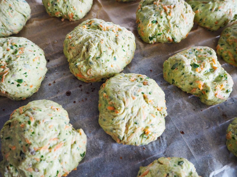 Gulerodsboller-med-spinat-opskrift