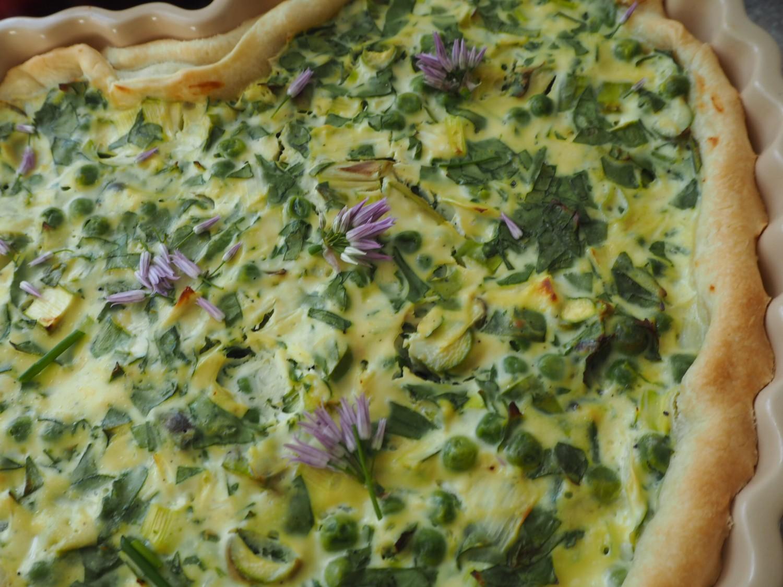 spinattærte-med-asparges-og-ærter