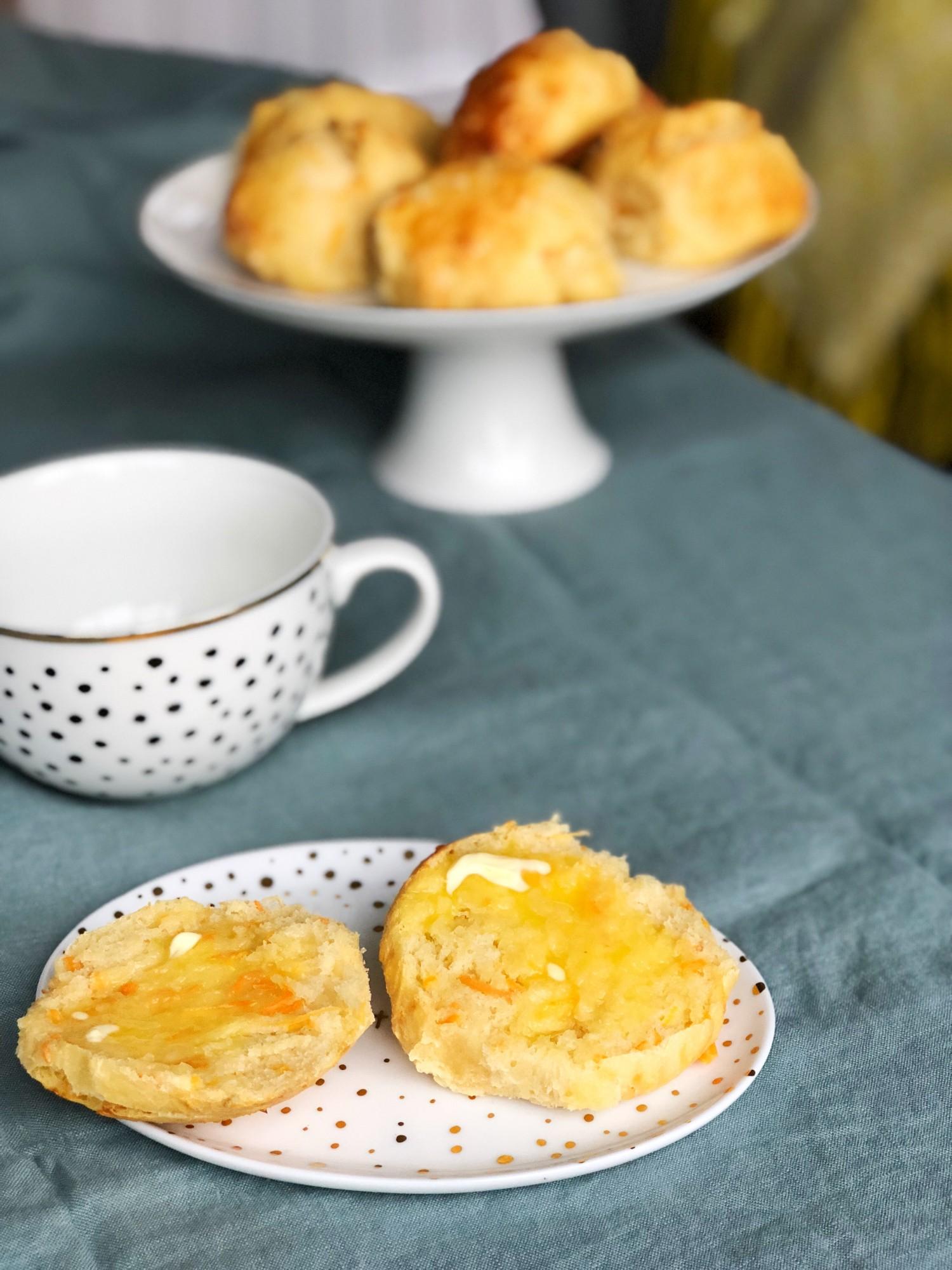 Gulerodsboller med kærnemælk