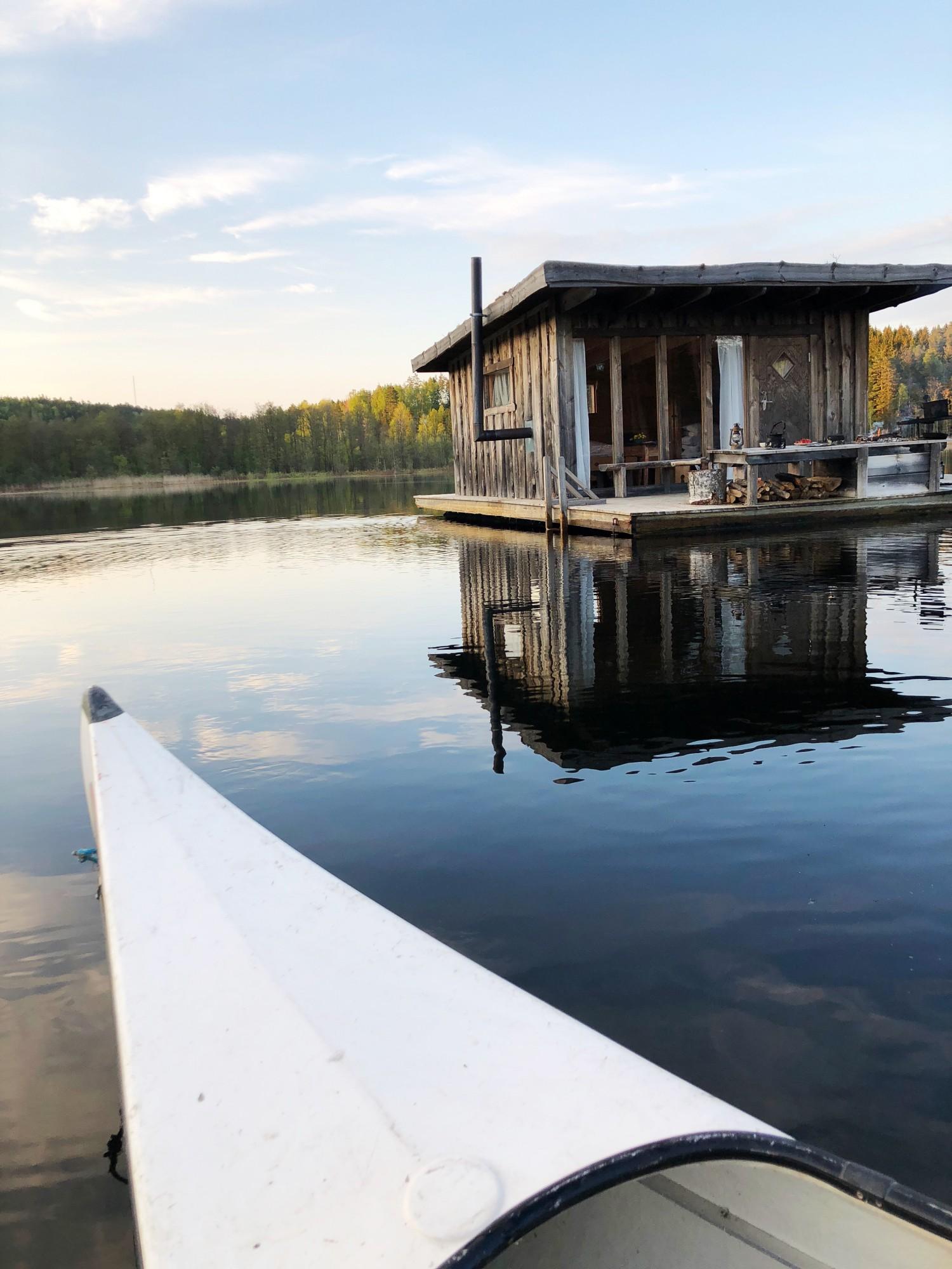 Naturbyn floating cabin