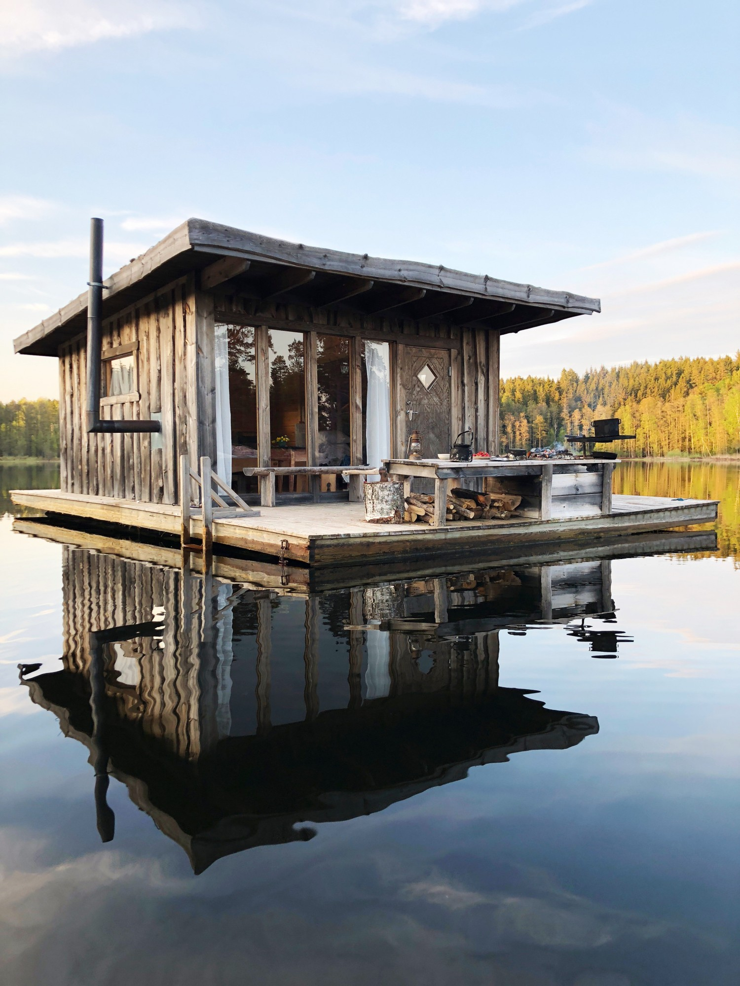 Flydende sø hytte sverige