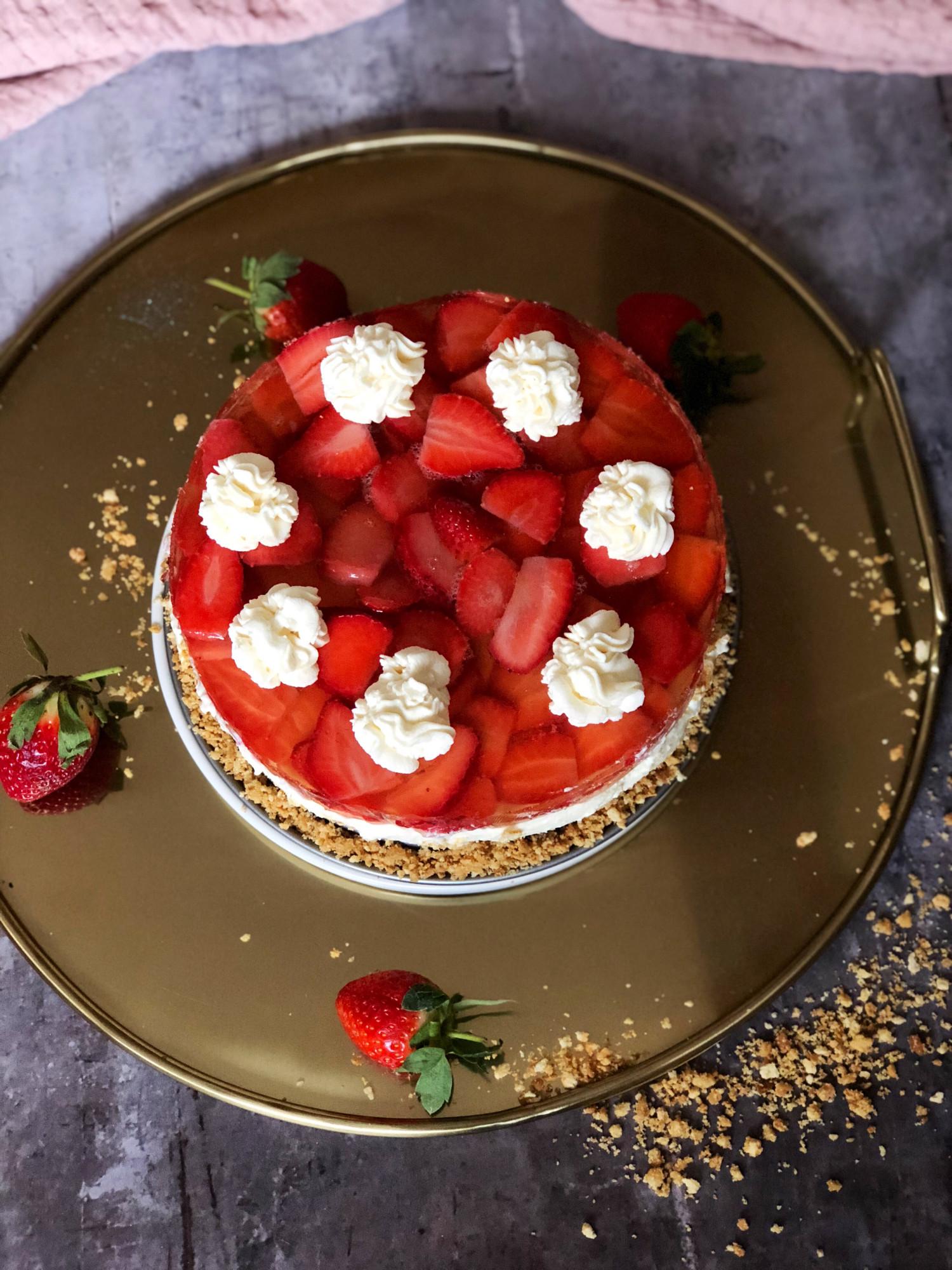 cheesecake med jordbær og champagnegele