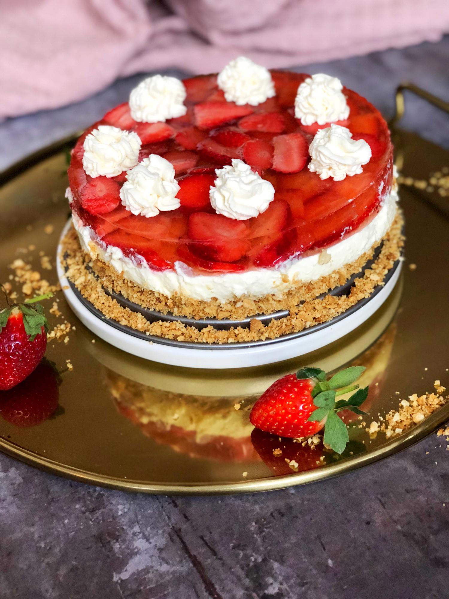 nytårs dessert cheesecake med jordbær og champagnegele
