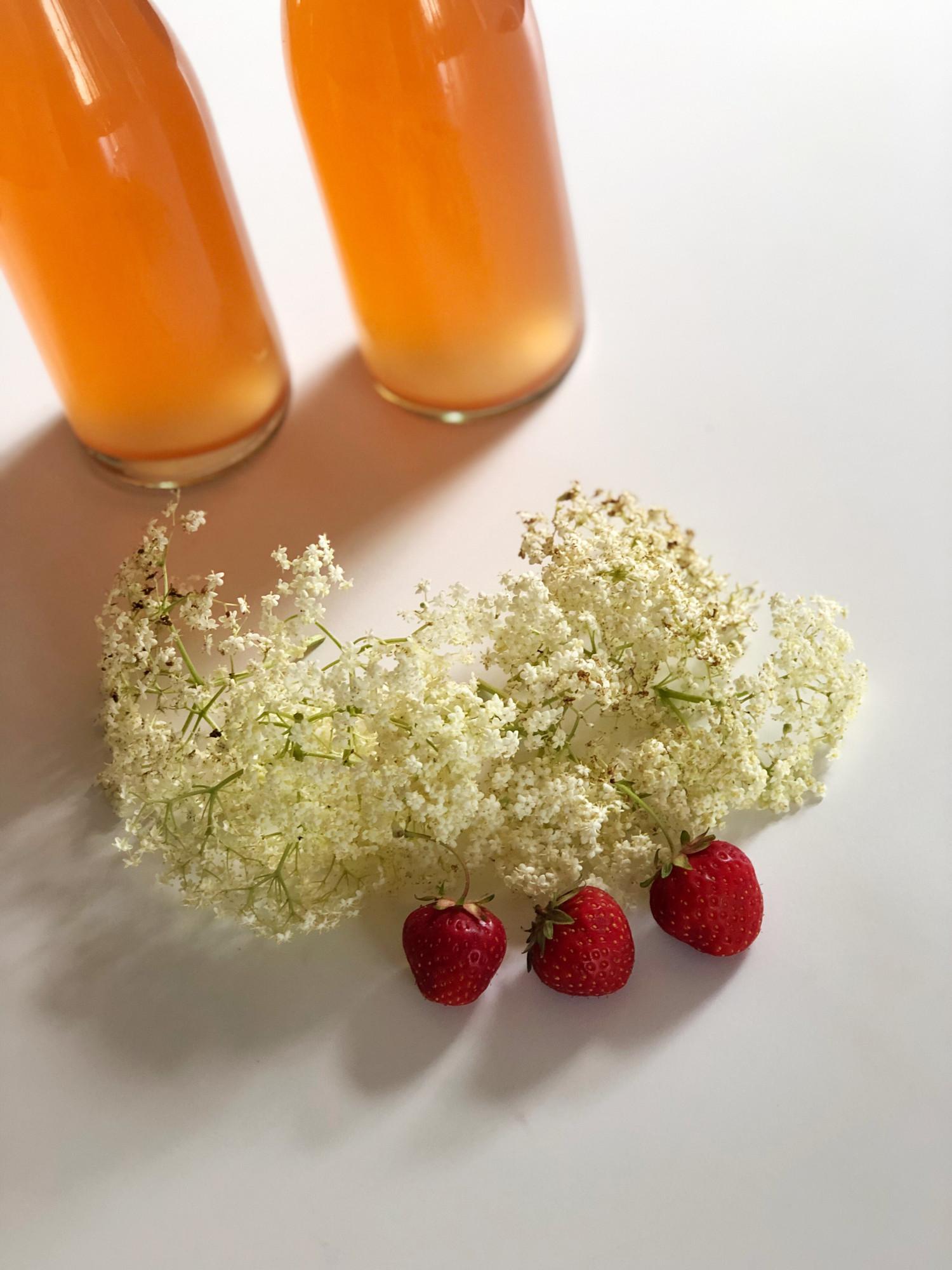 jordbær- & hyldeblomstchampagne opskrift