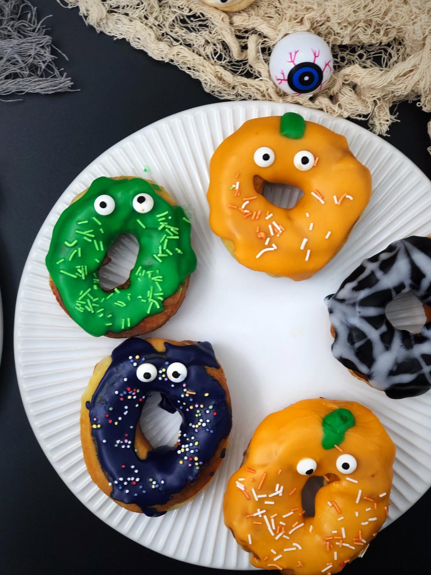 Halloween donuts opskrift