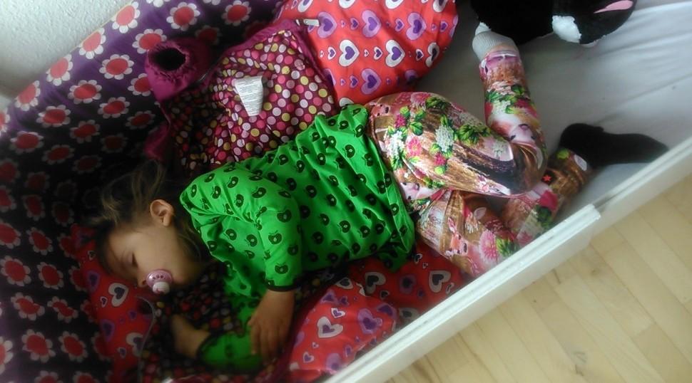 Faldet i søvn på vej hjem, og i seng med tøjet på... <3