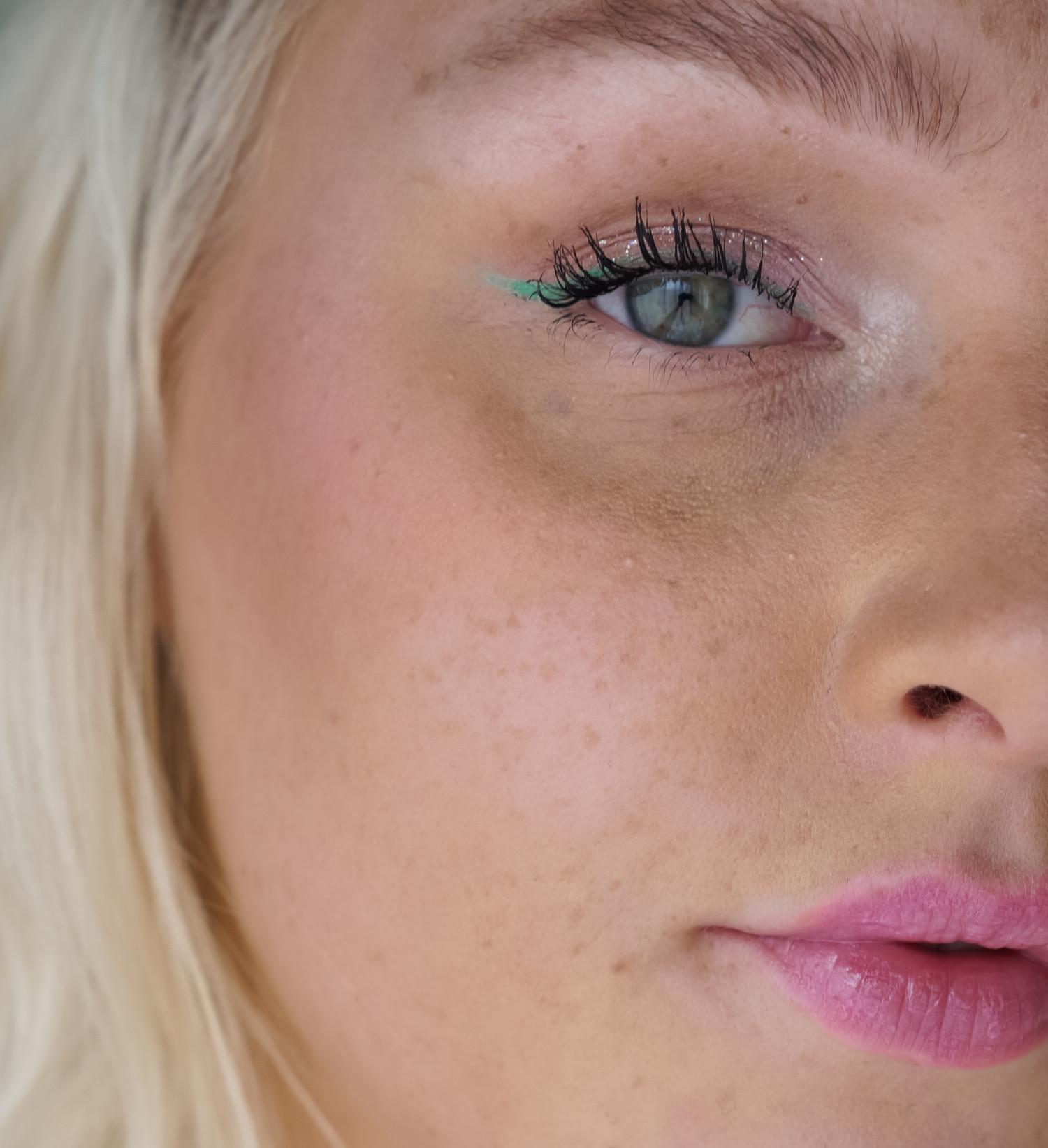 makeup look, makeup tutorial, forårsmakeup, spring makeup look, spring makeup, summer makeup, green eyeliner, pink lips, blog, beauty blog, skønhedsblog, camilla nørgaard, camilla nørgaard christensen