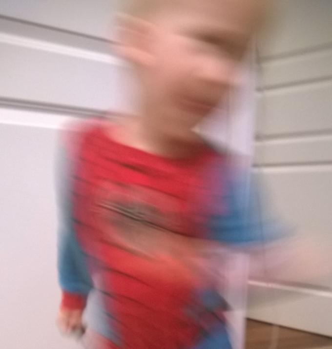 En treårig står aldrig stille. Aldrig!