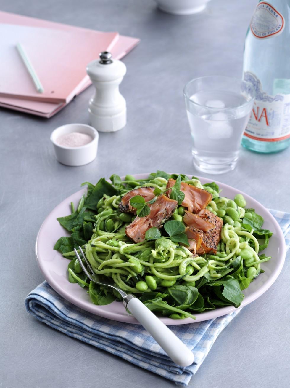 Luksus-salat med varmrøget laks