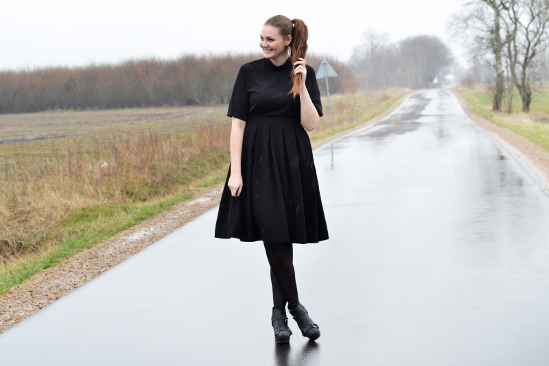 outfit a line skirt acne boots2