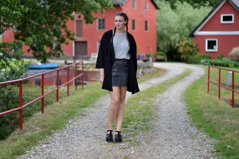 outfit lædernederdel franske fletninger1