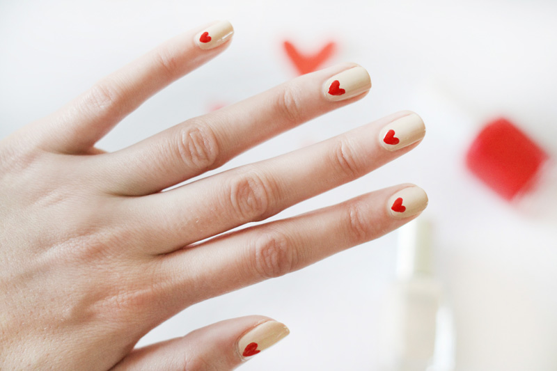 valentine nails 3 ways nude nails red hearts2